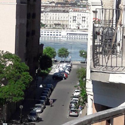 Eladó V. kerület, Honvéd utcában 140m2, 4,5 szobás, 15m2 terasszal rendelkező lakás 159,8 MFt